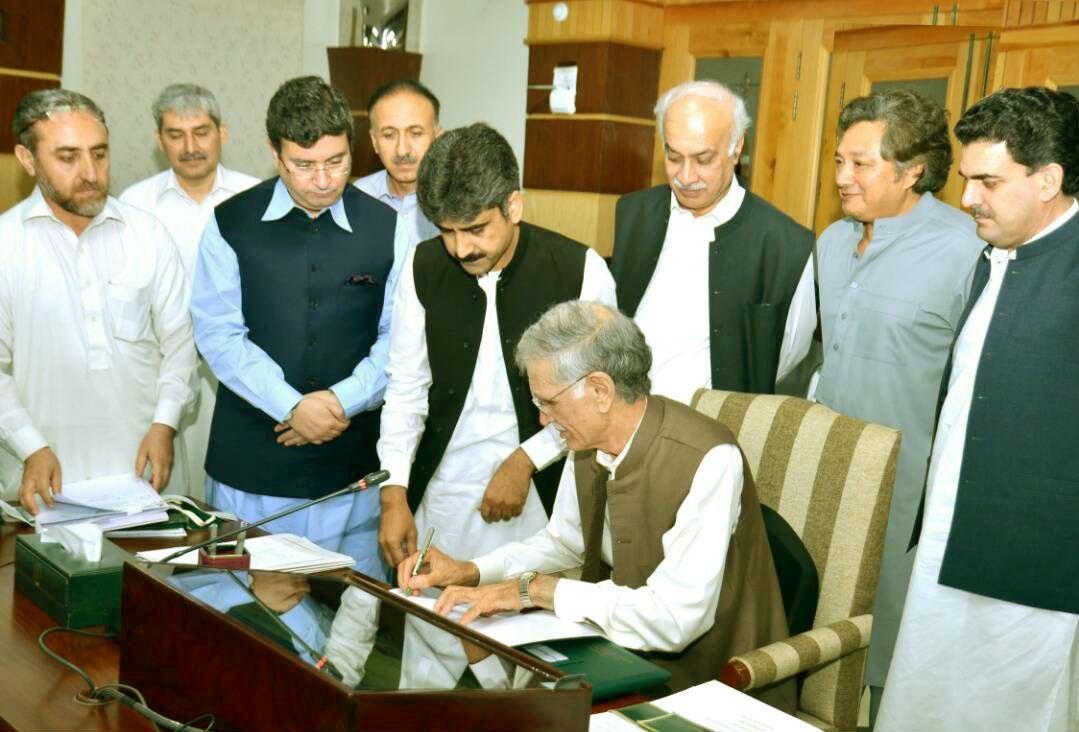 Chief Minister Khyber Pakhtunkhwa Pervez Khattak Signing Budget 2017-18